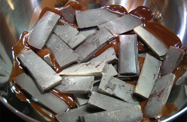 comment faire fondre du chocolat micro onde et bain marie. Black Bedroom Furniture Sets. Home Design Ideas