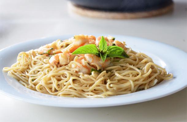 Nouilles chinoises aux crevettes et basilic
