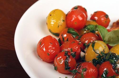 Recette des tomates cerises poêlées au basilic