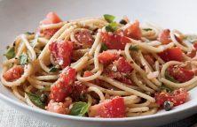 Spaghettis aux tomates, amandes et anchois